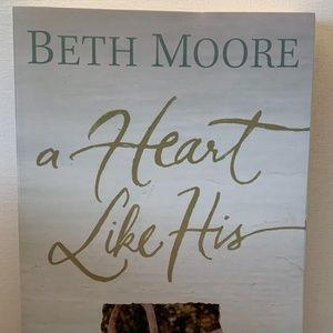 A Heart Like His by  Beth Moore Paperback book